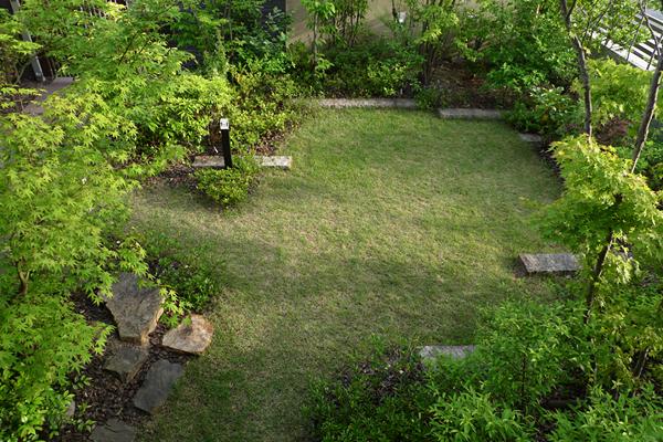 イロハの庭_延べ石の流れ2